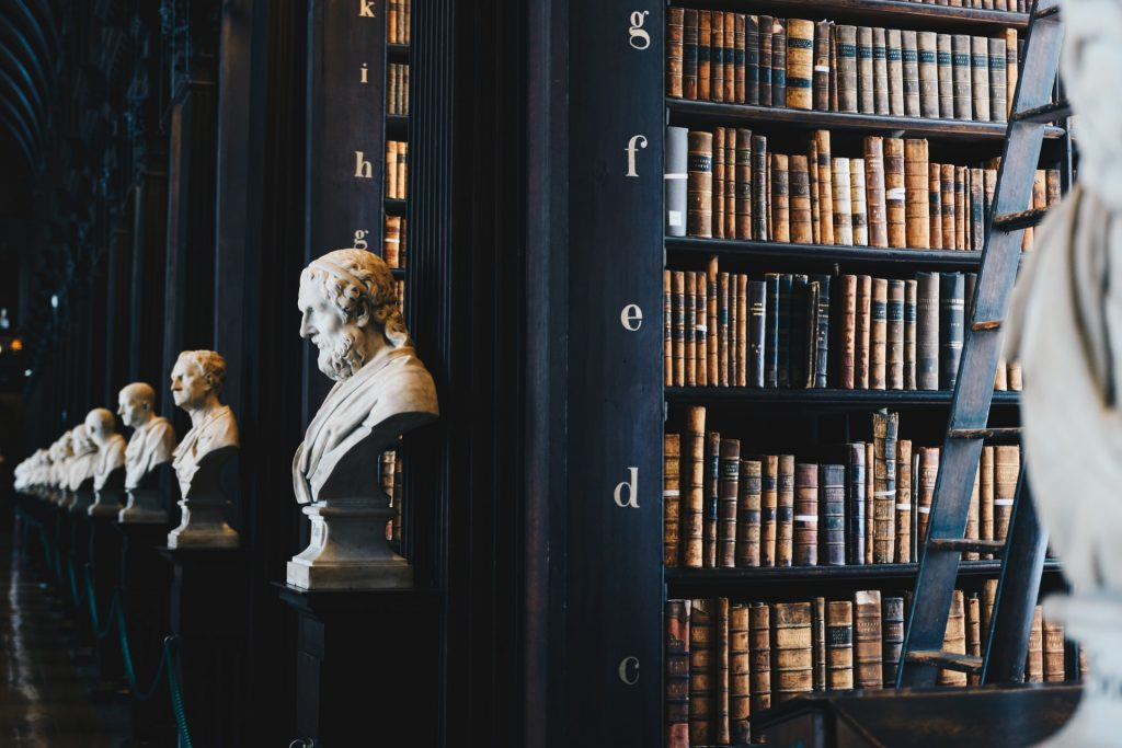 Imagen de biblioteca - estudiar Derecho